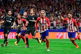 Atletico Madrid's French forward Antoine Griezmann (2ndR) celebrates after scoring during the UEFA Champions League Group C football match Club Atletico de Madrid vs Chelsea FC at the Metropolitan stadium in Madrid on September 27, 2017. /