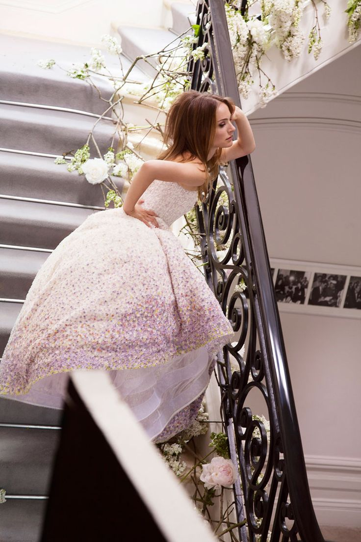 Explore behind-the scenes images from the Miss Dior Blooming Bouquet campaign starring Natalie Portman.