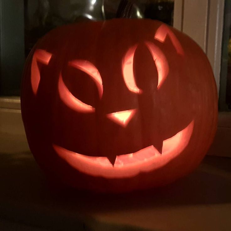 En dit kan dus ook  #halloween #pumpkincarving #pompoen #pumkins #cat