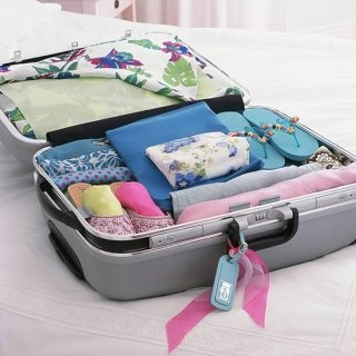 how to pack the perfect suitcase?