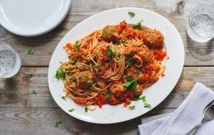 Italiaanse spaghetti met paprika-gehaktballetjes