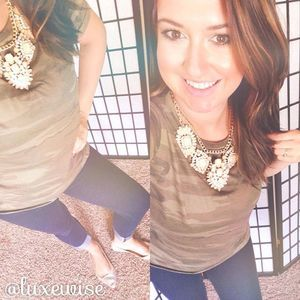 #tiptuesday add a statement necklace to a simple tee (even camo!) to instantly glam up your look a tad bit!! ALSO, check out @walmart for this (and many more) statement necklace marked down to $THREE DOLLARS$, regularly $10! #easyoutfit #sahm #sahmstyle #simplestyle #camoandjewels #luxewise #ootd #outfitoftheday #stylesteal