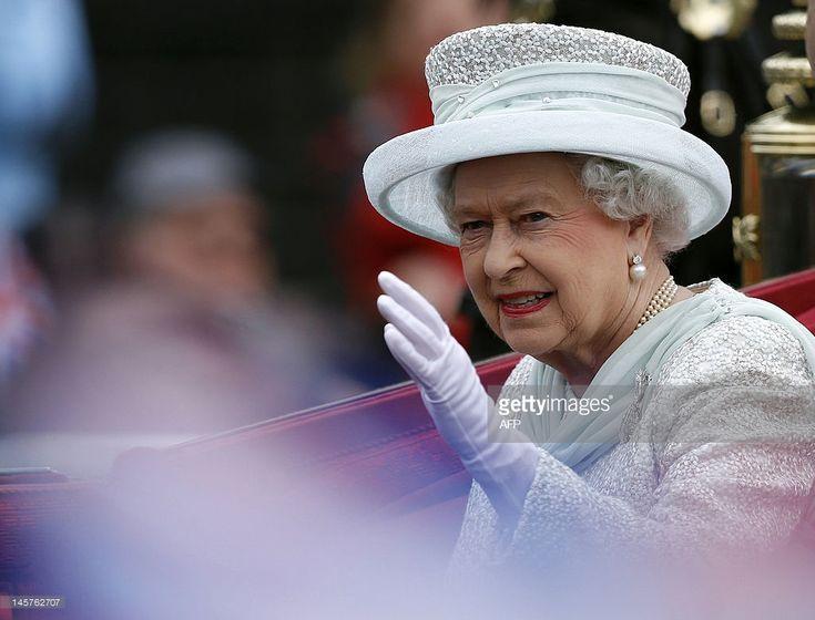 majesty queen elizabeth ii - 735×560