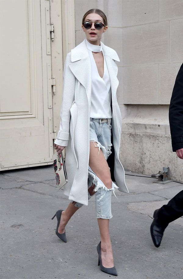 Look da modelo Gigi Hadid com calça jeans destruída na Fashion Week.