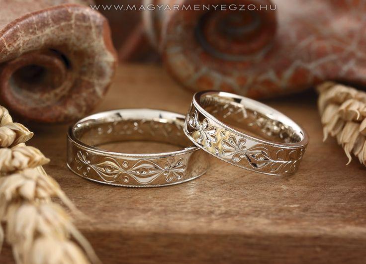Gyöngykoszorú - karikagyűrű - wedding ring www.magyarmenyegzo.hu
