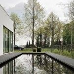 Ultra Minimalist Home Design Ideas with Spacious Courtyard