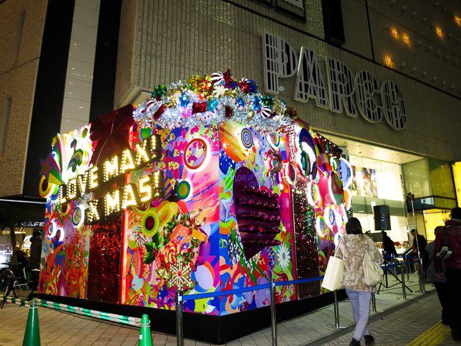 【画像 1/10】渋谷パルコ前に巨大プレゼントボックス出現 清川あさみと金子ノブアキが点灯 | Fashionsnap.com