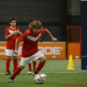 La Paris Saint-Germain Academy forme et encadre des enfants et adolescents de 4 à 15 ans en proposant des séances d'entraînement, évoluant selon l'âge. Ces cours permettent ainsi aux enfants de ...
