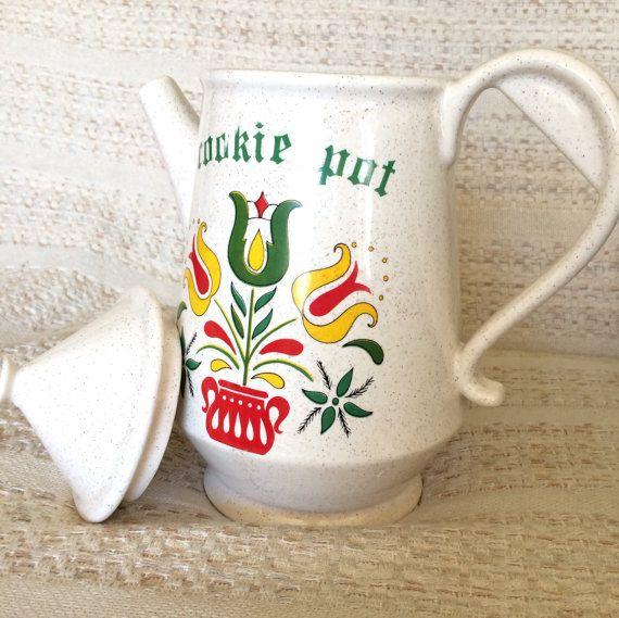 Vintage McCoy Ceramic Pottery Cookie Jar or Cookie Pot, McCoy Pottery