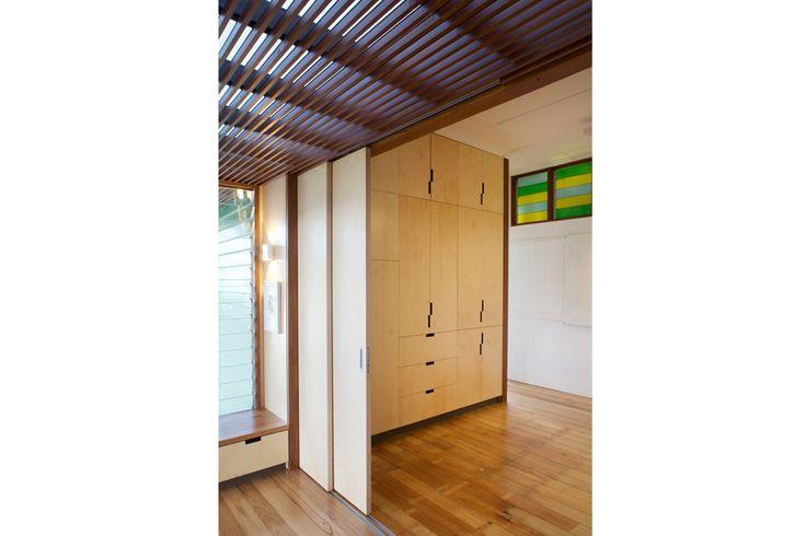 www.arcke.com.au. Bardon Garden House. Entry. #arcke #brisbanearchitect #contemporaryarchitecture #plywood