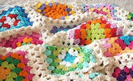 This inspires me to try an ombré granny square ... dark in the middle to white edges: Crochet Blankets, Ideas, Granny Squares Blankets, Crochet Afghans, Crochet Granny Squares, Granny Square Blanket, Happy Colors, Blankets Patterns, Colors Combinations