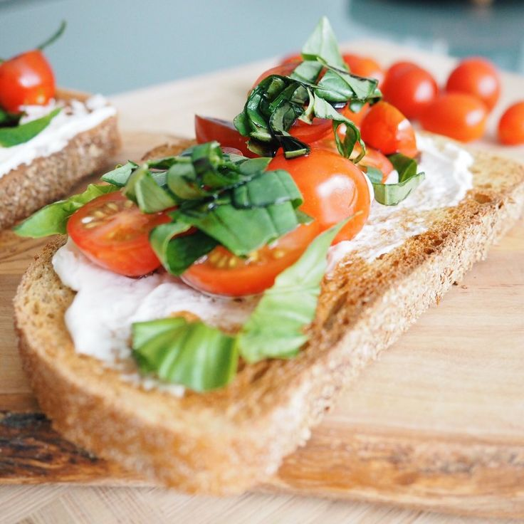 RECIPE | BRUSCHETTA TOAST (VEGAN)
