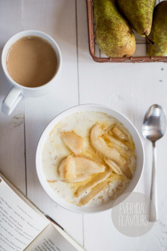 Oatmeal with Caramelized Pear and Vanilla