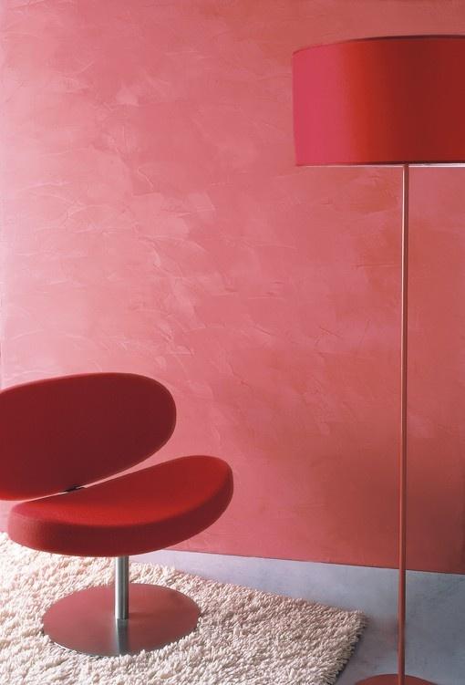 Spatula Stuhhi in un rosso morbido, è un prodotto innovativo, ma che nasce dalla cultura Veneziana nel tradizionale settore degli stucchi lucidi e che è stato modificato ed adeguato alle attuali necessità di colorazione e rapidità di posa. #spatulastuhhi #stucchi #stucco #giorgiograesan #pittura #decorazione #paintwall