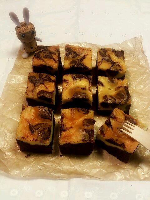 ブラウニーの上にチーズケーキ! なんて高カロリー(@_@)! でも美味しくて止められない~(>_<)! - 36件のもぐもぐ - チーズケーキブラウニー by ふくまめ