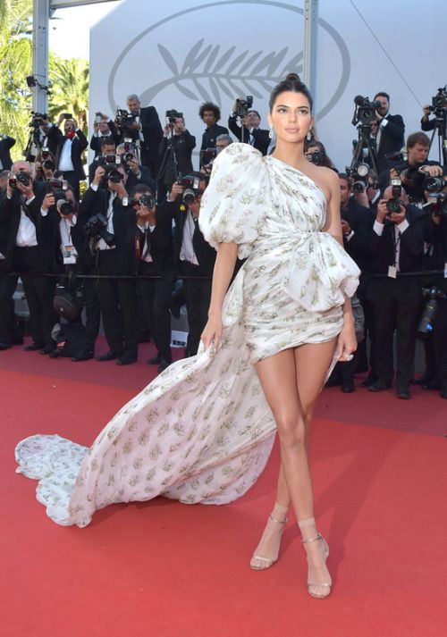 Kendall Jenner at Cannes Film Festival 2017 : I wasn't a huge fan of this Giambattista Valli Couture dress at first but it eventually grew on me and I absolutely love it. But still though, those sheer anklets are weird!
