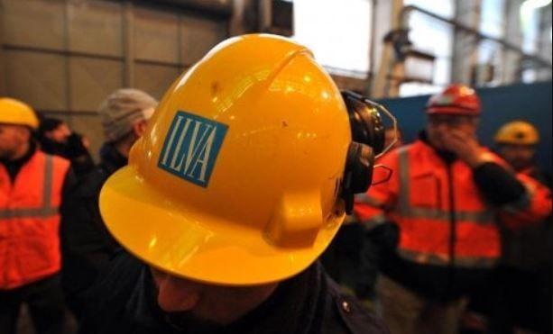 Protesta degli operai Ilva contro piano esuberi | Genova e Taranto si mobilitano contro il piano di AM InvestCo in difesa del posto di lavoro....