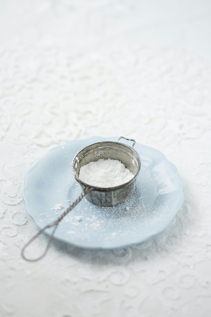 #Icing #sugar #blue #plate #vintage #sieve #foodphotography #foodstyling