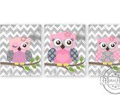Items op Etsy die op Uilen kwekerij Art - kwekerij art Set van 3-8 X 10 Prints - uilen - roze en grijs kwekerij Print - uil Decor voor Girl kamer lijken