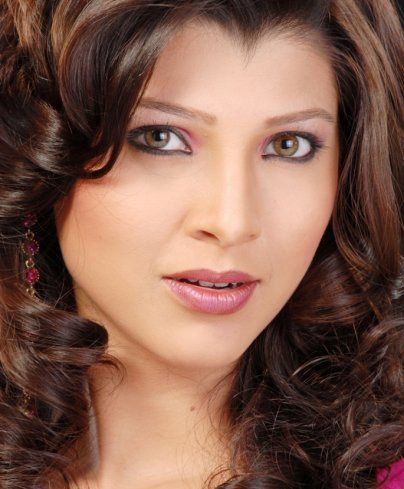 Image from http://marathi-unlimited.in/wp-content/uploads/2012/04/Tejaswini-Pandit-Marathi-Actress-latest-pictures-shoot1.jpg.