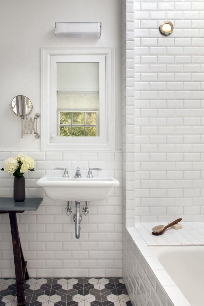 白廁所/長方形磁磚/拼接復古地板 / 復古水龍頭