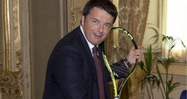 """Miracolo. Renzi vince gli Us Open senza giocare  Poi la ciliegina sulla torta: le finaliste sono entrambe pugliesi … perfetto! Per il suo cervello devastato da """"Pomeriggio Cinque"""" trattasi dunque di due schiave del caporalato del tennis che salgono sul tetto del mondo e conquistano l'America."""