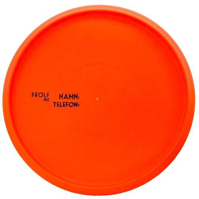 På baksidan av våra discar så är det förtryckt vart namn och telefonummer skall placeras. Detta för att det skall vara minimal risk att glömma detta. Glöm inte att vara med och tävla om en disc, se föregående inlägg för mer info! #discgolf #discgolfsweden #frolfnu #frisbeegolf #frolf