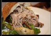 pulled pork er den mest møre madoplevelse man kan få fra grissebassen. 10 timer i ovnen eller grillen og du græder af glæde. Heldigvis har brugeren der har uploadet denne film kortet den ned til kun at vare 5 min.:-)