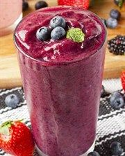 Pete Evans Berrylina Breakfast Smoothie  4 cups coconut water  1 cup blueberries (fresh or frozen)  1 punnet strawberries, hulled  1 banana  1 tsp vanilla extract  1 tsp ground cinnamon  15 almonds  5 tbs shredded coconut  2 tbs Natvia  A handul of ice cubes if your berries aren't frozen  1 tbs spirulina powder (optional