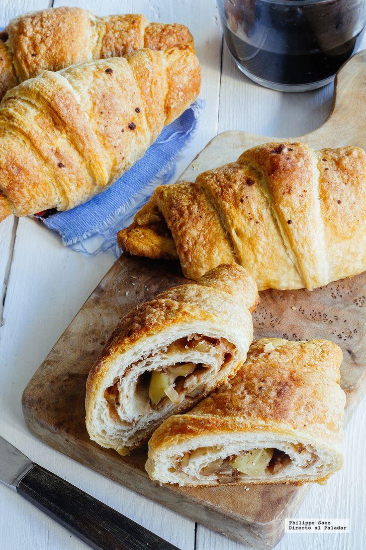 Croissants rellenos de manzana con nuez y canela. Receta fácil de desayuno con fotografías del paso a paso y recomendaciones de cómo servirla. Recetas de des...