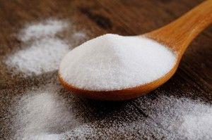 Zuiveringszout is een chemische verbinding die als een fijn poeder voorkomt. Er ontstaan bellen van kooldioxide wanneer het reageert met een zuur en een vloeistof. Het wordt veel gebruikt bij het b…