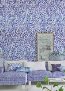 designers-guild-collectie-behang-kussens-gordijnen-transparant-bloemen-klassiek-flora-fauna-plaids-vakantiewoning-standhuis-kleurrijk-kleur-op-kleur-interieur-2017-500x700-30