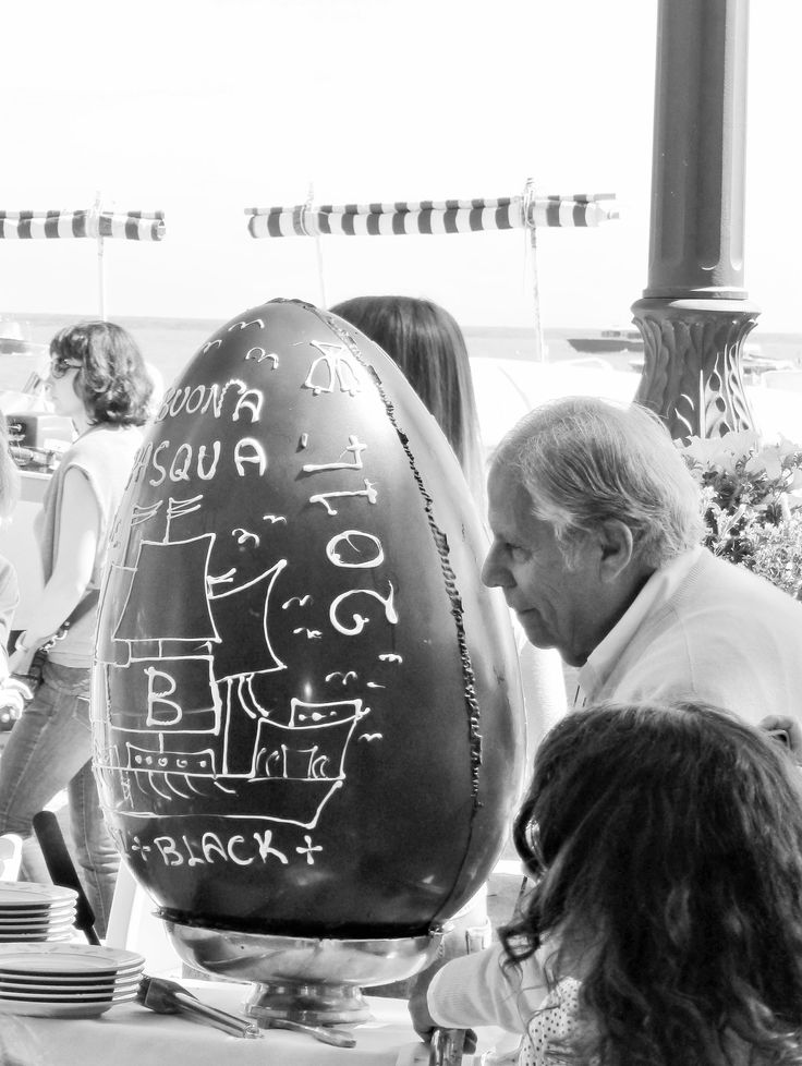 Cracking the Chocolat Easter Egg at Chez Black in Positano