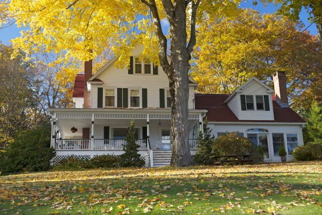 One of the homes in Washington Connecticut which expired the set of Gilmore Girls fictional town, Star's Hollow - GG Lichtfield