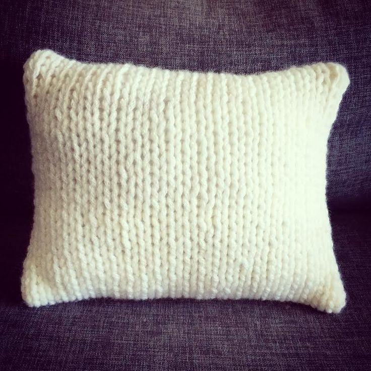 Coussin+esprit+scandinave+en+tricot+laine+XXL+blanc+perle+:+Textiles+et+tapis+par+au-coeur-des-choses