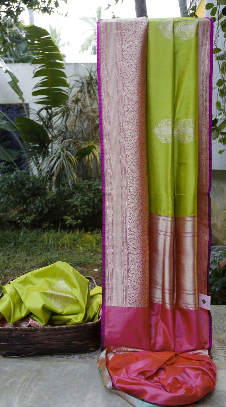 This green Benares silk has gold zari bhuttas. The complementing border and pallu are in strawberry pink with intricate gold zari making it absolutely party ready.