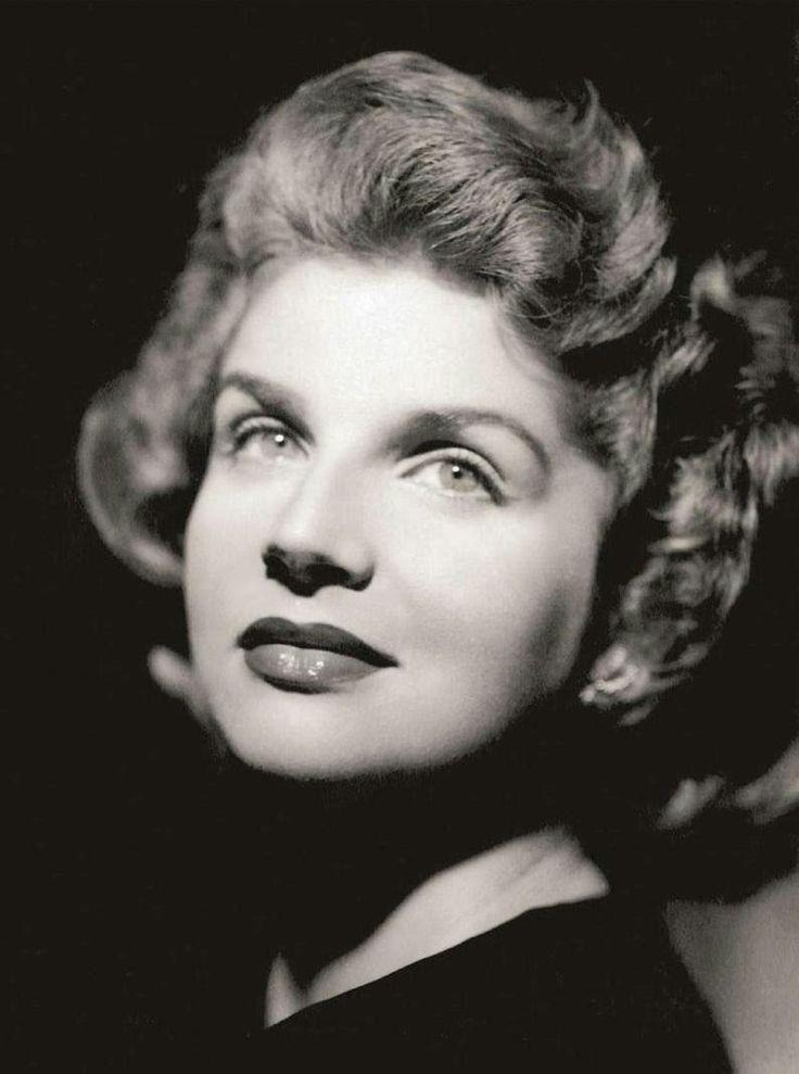Tonia Carrero, brasileira. Foi estrela na Companhia Vera Cruz. Brilhou também no teatro, ao lado de Paulo Autran durante os anos 50 e 60.
