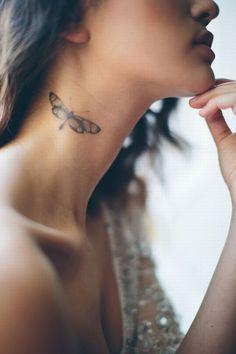 Libelle oder Schmetterling? Das ergibt ein tolles Tattoo! Mehr Tattoo-Motive auf www.gofeminin.de/mode-beauty/album1152721/tattoo-motive-0.html