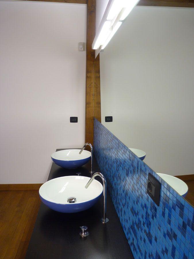 Doppio lavandino  #DORIArchitetti #Bagno #doccia #rivestimento #vasca #mosaico #piastrelle #bathroom #toilet