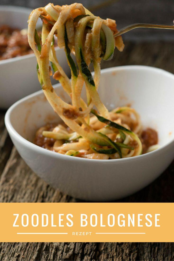 Zoodles sind ganz einfach selber machen -  Zucchini Nudeln mit Bolognese Sauce