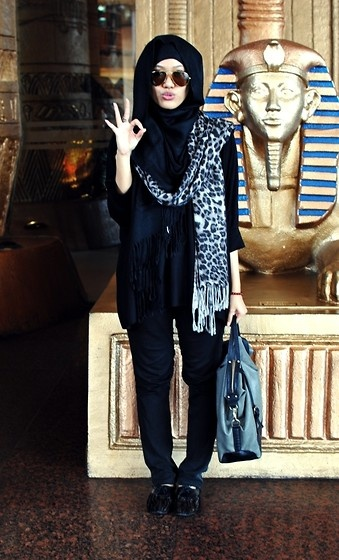 Hijabi fashion  /can be use as hijabi fashion..need to cover a little here and there ;) ladies / women fashion styles. Love it!