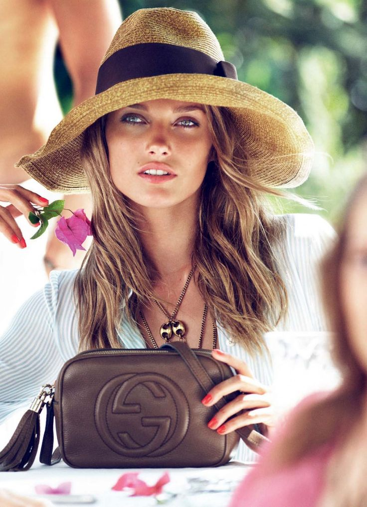 flowy top + hat + coral nail + crossbody bag + beachy hair = SB