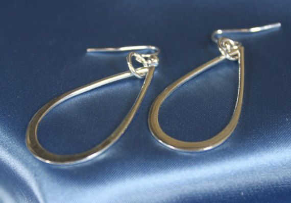 Teardrop silver dangly earrings by TwistingSilver on Etsy