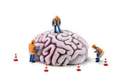 La riabilitazione neuropsicologica è destinata a persone affette da patologie cerebrali focali o diffuse, che interessano cioè una o più aree cerebrali, e che determinano la compromissione di una o più funzioni cognitive e/o comportamentali. Consiste nell'apprendimento di strategie compensatorie o nell'utilizzo delle abilità residue. Il suo esito dipende dall'estensione e dal tipo di lesione cerebrale e dalla personalità premorbosa del paziente.