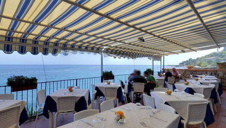 """Terrazza sul mare, ristorante """"Lo scoglio ubriaco"""". Via Bordonaro, 2, Cefalù. Tour virtuale: https://www.google.it/maps?q=Google%2B+%22Lo+scoglio+ubriaco%22&ll=38.041205,14.022321&spn=0.005053,0.012274&sll=38.041087,14.022264&layer=c&cid=1778746757483220510&panoid=9cIxbLJHuaIAAAQXMr1DBA&cbp=13,64.47,,0,0&t=m&z=17&cbll=38.041242,14.022349"""