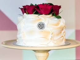 Add roses to a classic cake