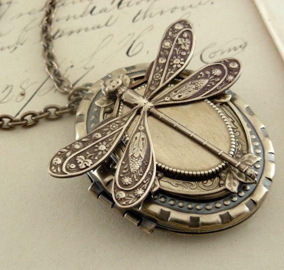 Dragonfly locket / hermoso                                                                                                                                                                                 Más