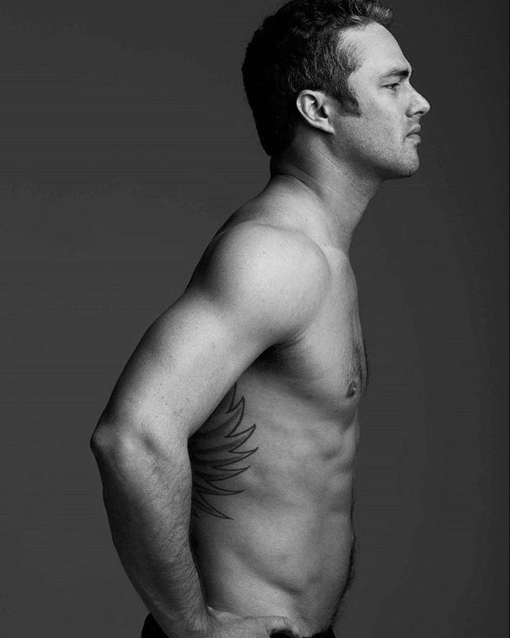 """1,502 mentions J'aime, 63 commentaires - Taylor Kinney (@taylorjkinneyy) sur Instagram : """"#photoshoot #chicagofire"""""""