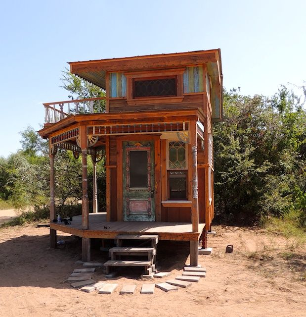 "Rare chance ""Tiny Texas Art Houses"" : Collect 2 of a set of 4 never lived in ""Tiny Texas Art Houses"". Ready to go! 
