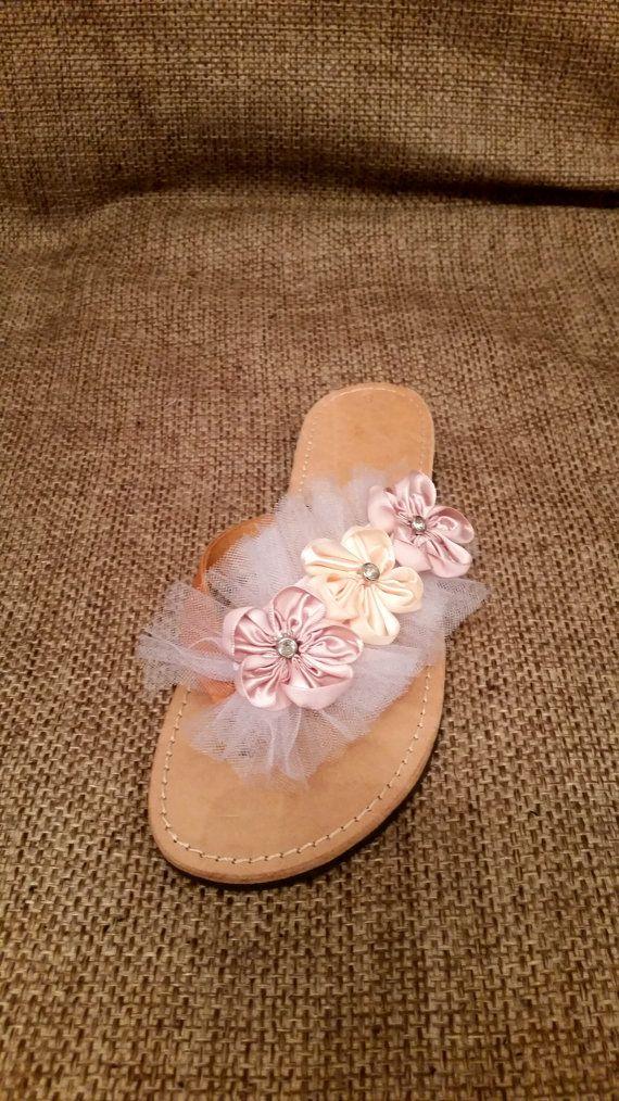 Γεια, βρήκα αυτή την καταπληκτική ανάρτηση στο Etsy στο https://www.etsy.com/listing/224523020/bridal-flowers-leather-tule-sandals